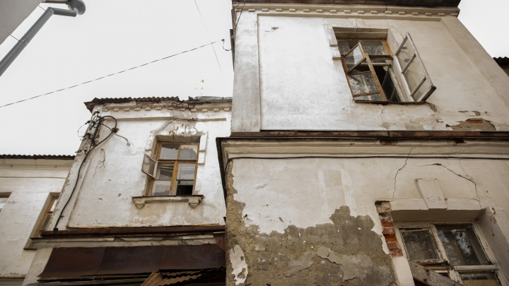 Разруху спрятали за баннером: что скрывает центральная площадь Ярославля