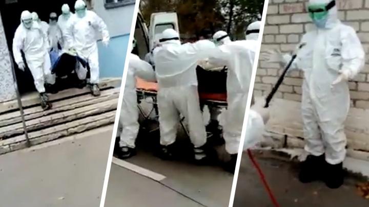 Спасатели показали, как эвакуировали тяжелого COVID-пациента из квартиры в Самарской области