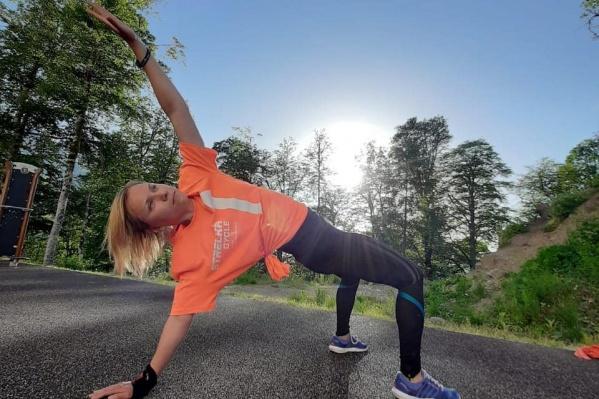 Инструктор не только покажет необычные упражнения, но и расскажет об их пользе