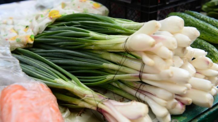 Лук подешевел: цены на продукты в Свердловской области начали снижаться