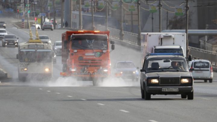 Дорожники продезинфицируют более 30 улиц в разных районах Челябинска