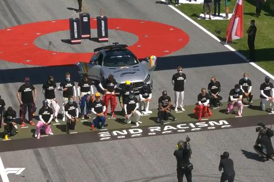 Шесть гонщиков отказались встать на одно колено