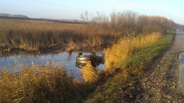 В Тюменской области машина упала в придорожную канаву. Водитель погиб
