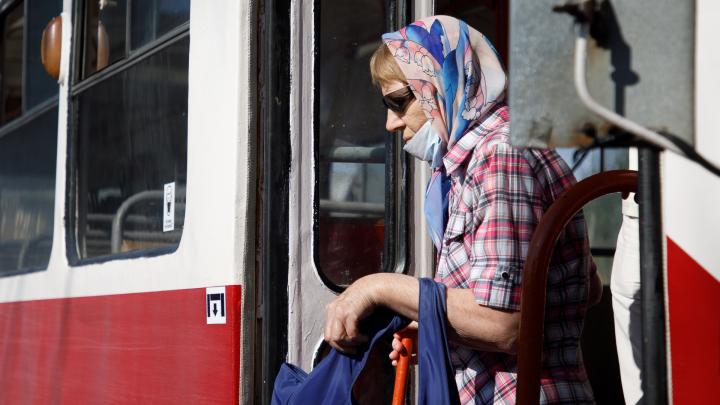Пешком или на троллейбусе: в Волгограде остановили движение скоростных трамваев от «ВГТЗ» до «Монолита»