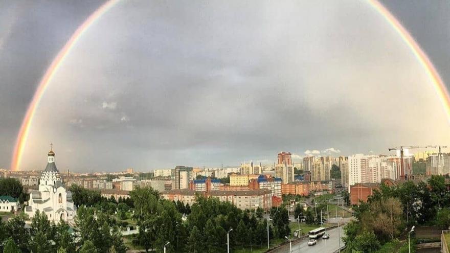 После дождя над Красноярском взошла двойная радуга