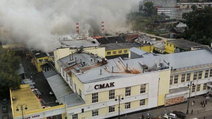Весь персонал эвакуировали: в Екатеринбурге загорелся завод СМАК