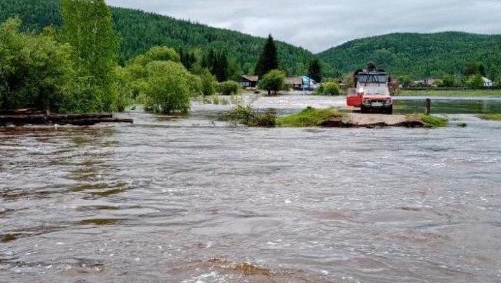 «Про нас все забыли»: жители деревни Мина остаются в изоляции из-за смытого паводком моста