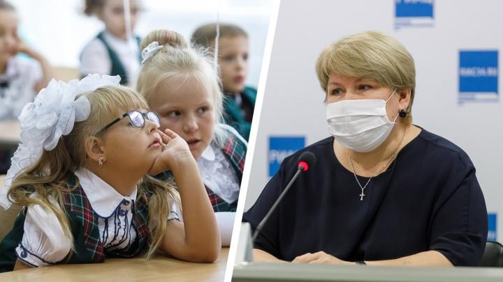 Без линеек, массовых мероприятий и перемен: все о работе школ Волгограда в разгар пандемии COVID-19