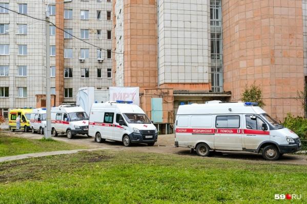 Увеличить число больниц, где делают КТ, решили из-за очередей. Такая, например, была на днях в госпиталь ветеранов