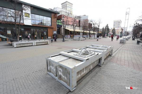 """Фундамент для светомузыкального тоннеля — <a href=""""https://74.ru/text/gorod/66423391/"""" target=""""_blank"""" class=""""_"""">новинки прошлого года</a> — уже на месте&nbsp;"""