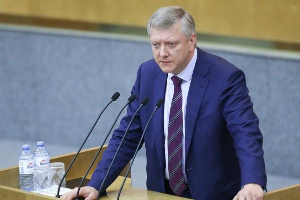Депутат Госдумы Дмитрий Вяткин считает, что за клевету в Сети нужно наказывать лишением свободы на срок до двух лет