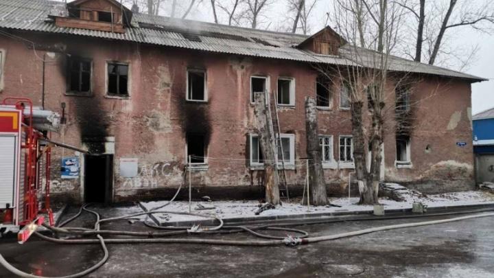 В ночном пожаре на Глинки погиб один из жильцов. Еще четверо пострадали