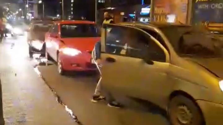 В центре Екатеринбурга массовое ДТП с пострадавшим