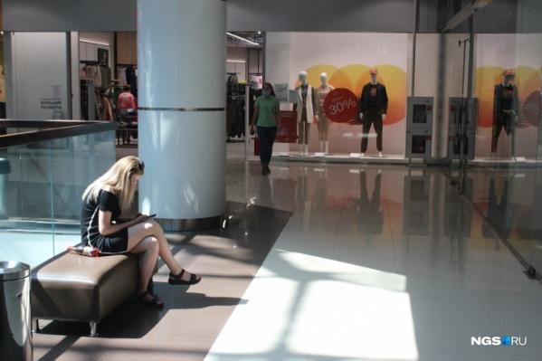 Не все посетители торговых центров носят маски внутри помещения