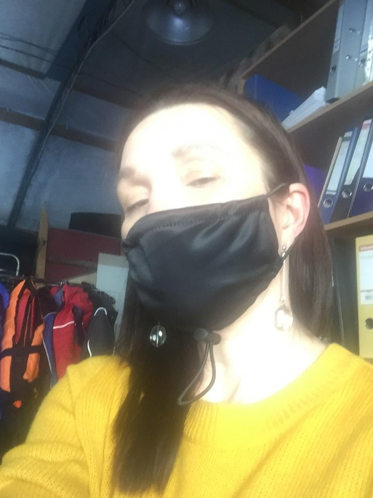 На производстве отнеслись с пониманием к ситуации и начали производить маски