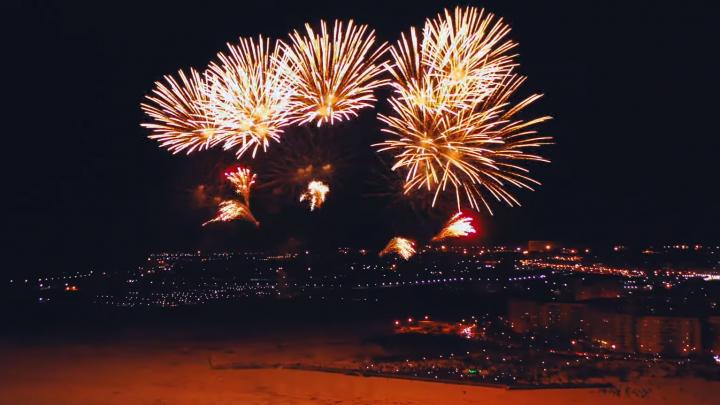 Выше салюта: смотрим на фейерверки в Северодвинске с квадрокоптера — видео