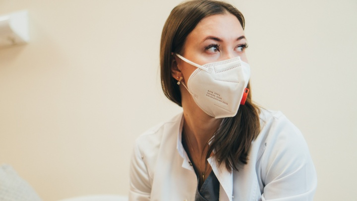 Заразилась в последний рабочий день: омский гинеколог — о «красной» зоне и разлуке с родными