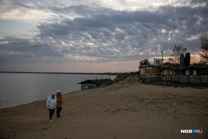 Пустынные пляжи Ярового осенью