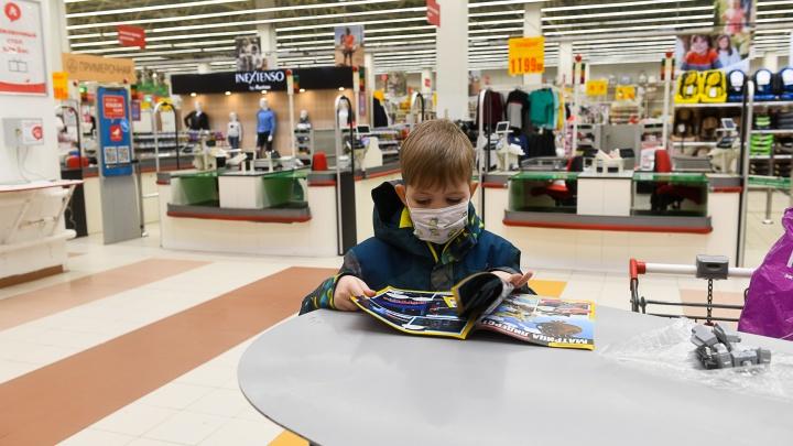 Должны ли маленькие дети носить маски в общественных местах? Мы задали популярный вопрос оперштабу