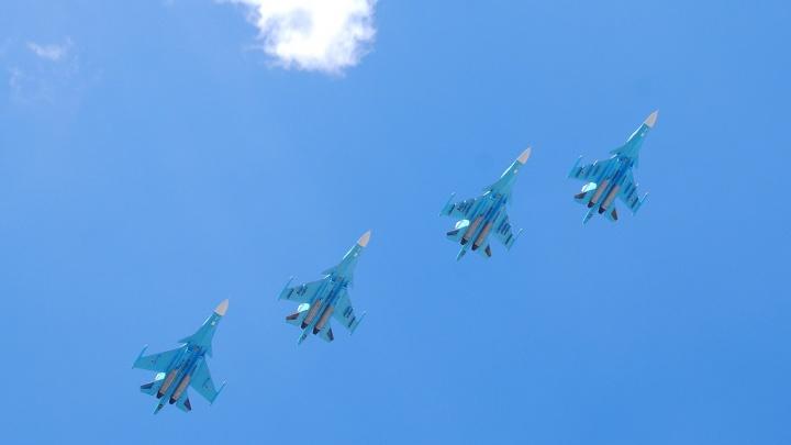 «Сушки» пролетают в полдень. Смотрим, как в Челябинске прошло скоротечное авиашоу в юбилей Победы