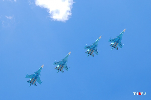 Скоротечное авиашоу из-за введённого режима повышенной готовности заменило традиционный парад Победы
