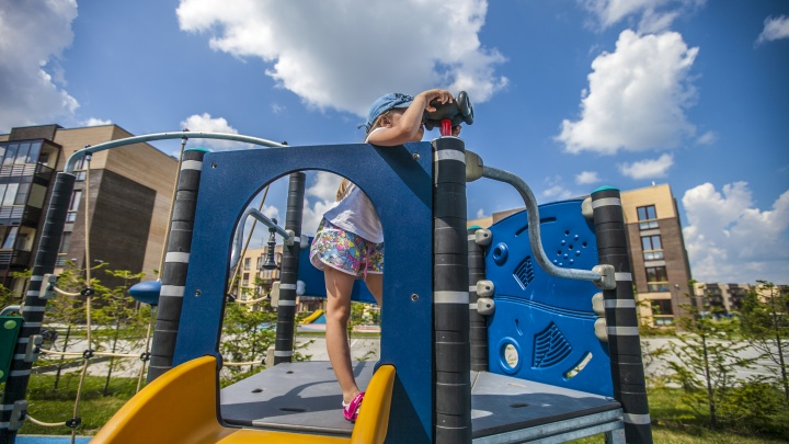 На что родители тратят детские пособия от Путина — Минтруд рассказал, кого и как проверяют