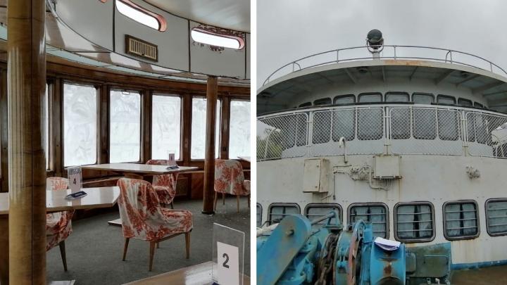 В Ярославле приставы арестовали пассажирский корабль и собираются продать его по цене иномарки