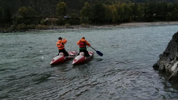 На Алтае продолжают поиск туристки из Новосибирска — обследовали уже 20 км реки
