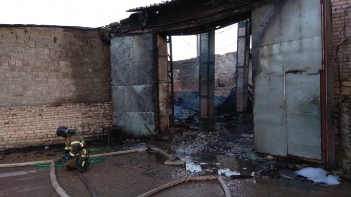 МЧС полностью ликвидировало пожар на складе полиэтилена возле Дзержинска