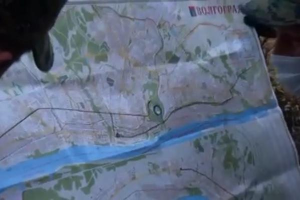 На карте отмечены места предполагаемого совершения терактов, а также место схрона боеприпасов