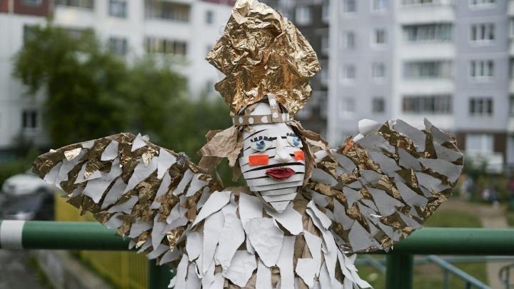 Вышел клип «Король» группы СБПЧ, для которого пермские дети сделали фантастические декорации