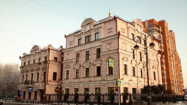 В историческом здании, которое продали за долги скандального тюменского банка, открыли пельменную