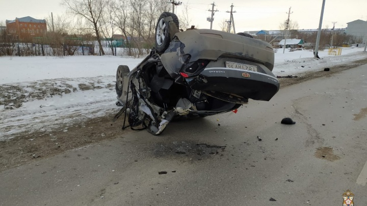 В Омской области погибли два пассажира перевернувшейся машины
