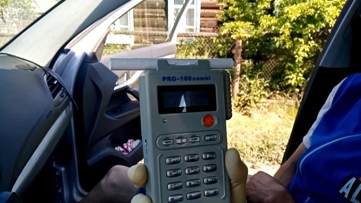 «В этом состоянии вы должны спать»: публикуем видео с пьяными водителями от уральских гаишников