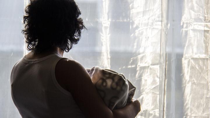 «Он давил на больные места»: мошенник выманил 70 тысяч у мамы тяжелобольной девочки из Новосибирска
