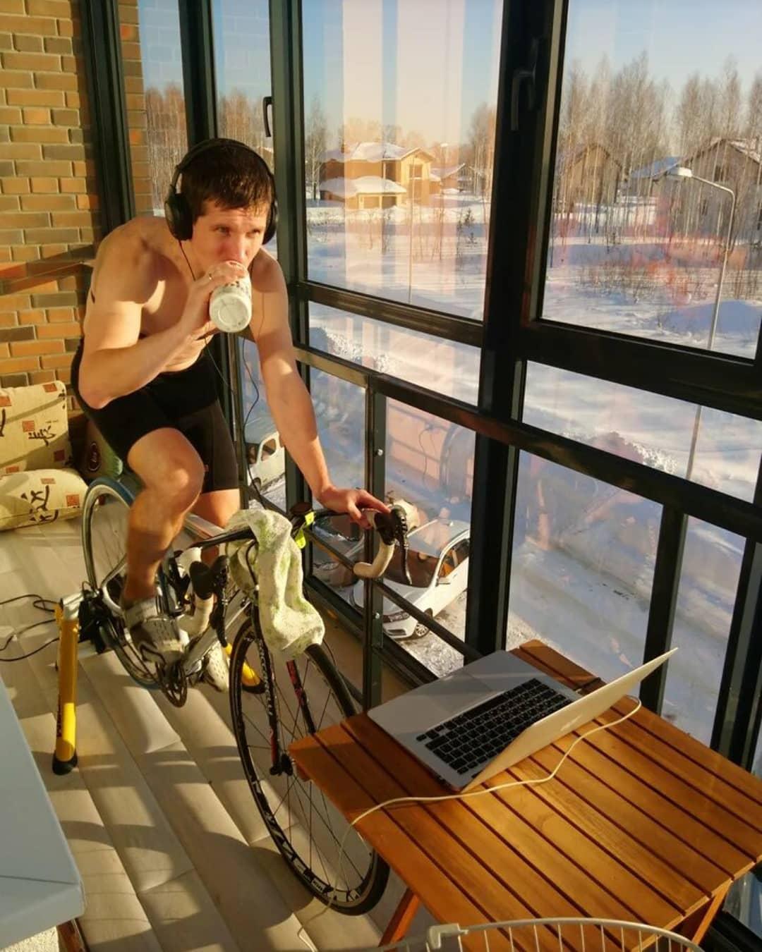 Судя по снегу, лежащему за окном, свою спортивную подготовку Михаил начал ещё в самом начале самоизоляции