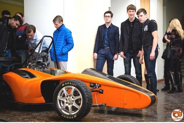 Студенты, магистранты и аспиранты Политехнического института ЮУрГУ участвуют в создании гоночного автомобиля класса «Формула Студент» (Formula Student)