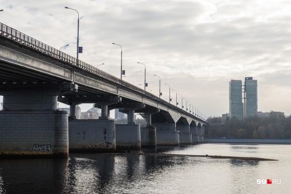 Этому мосту уже больше 60 лет