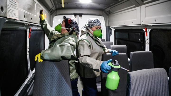 Третья смерть, вспышка на заводе: кратко о ситуации с коронавирусом в Тюмени. Прямой эфир