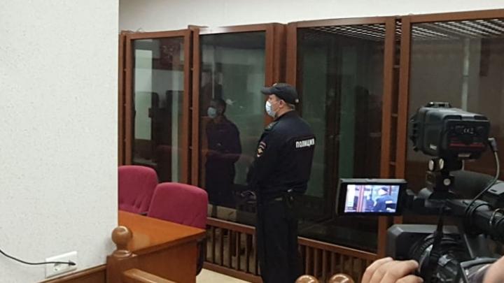 В Екатеринбурге вынесли приговор мужчине, который убил ребенка ножом из-за разлитого спирта