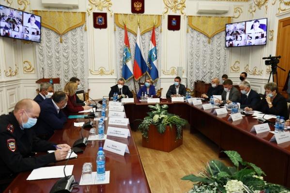 Александр Фетисов раскритиковал тех, кто не носит маски