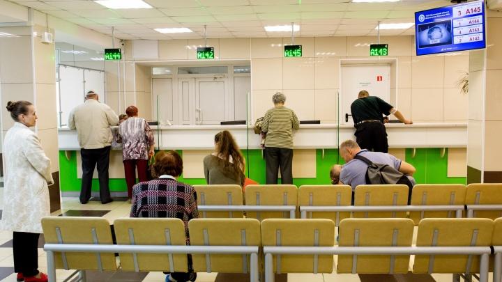 «Мы не будем лечить бессмертных»: в Ярославле пациенты штурмуют поликлиники