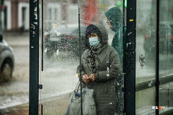 Важно не только надевать маску в общественных местах, но и носить ее правильно