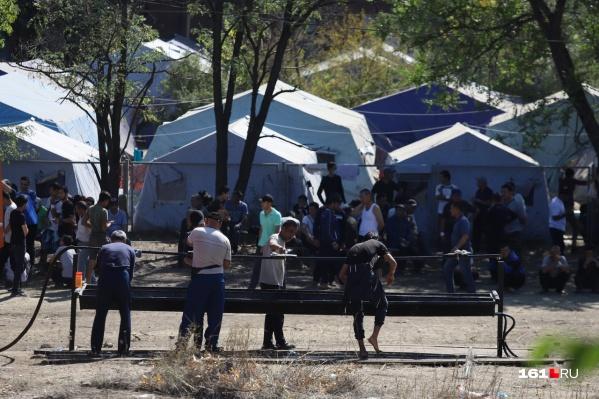 Лагерь временного размещения мигрантов на станции Лихой