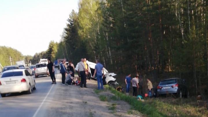 Семь человек пострадали в ДТП на тюменской трассе. Публикуем видео момента столкновения