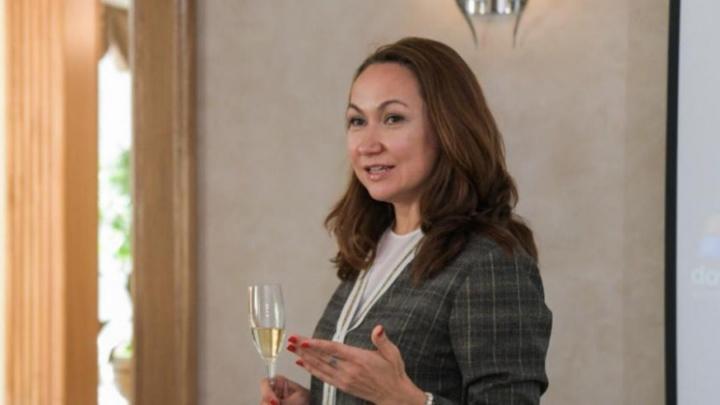 Жена Евгения Куйвашева задолжала налоговой десятки тысяч рублей