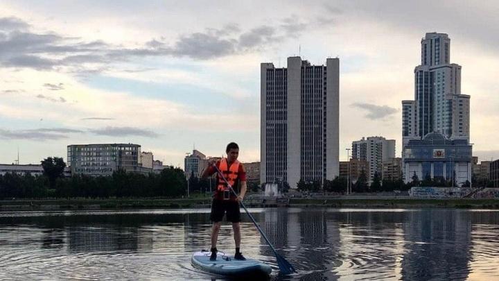 Екатеринбург захватил модный вид спорта с Гавайев: где им можно заняться и сколько это стоит