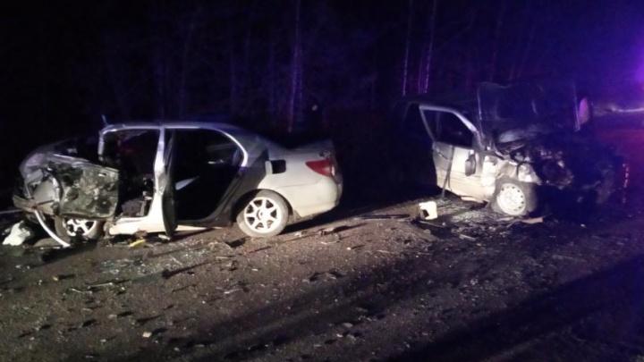 Из-за крупного ДТП на трассе в Челябинской области перекрыли дорогу. Очевидцы сообщают о погибших