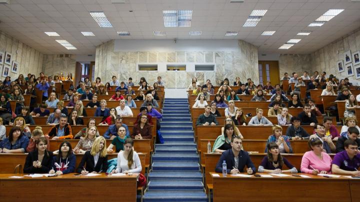 Волгоградские вузы и колледжи отменяют занятия