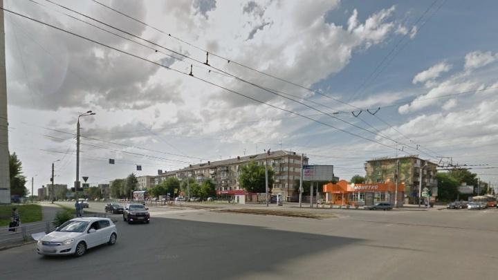 На Свердловском проспекте на две недели ограничат движение из-за ремонта на трамвайных путях